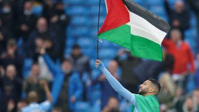 Riyad Mahrez celebrates EPL title by raising the flag of Palestine