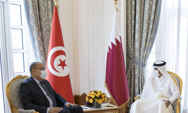 Prime Minister Holds Talks Session with Tunisian Counterpart