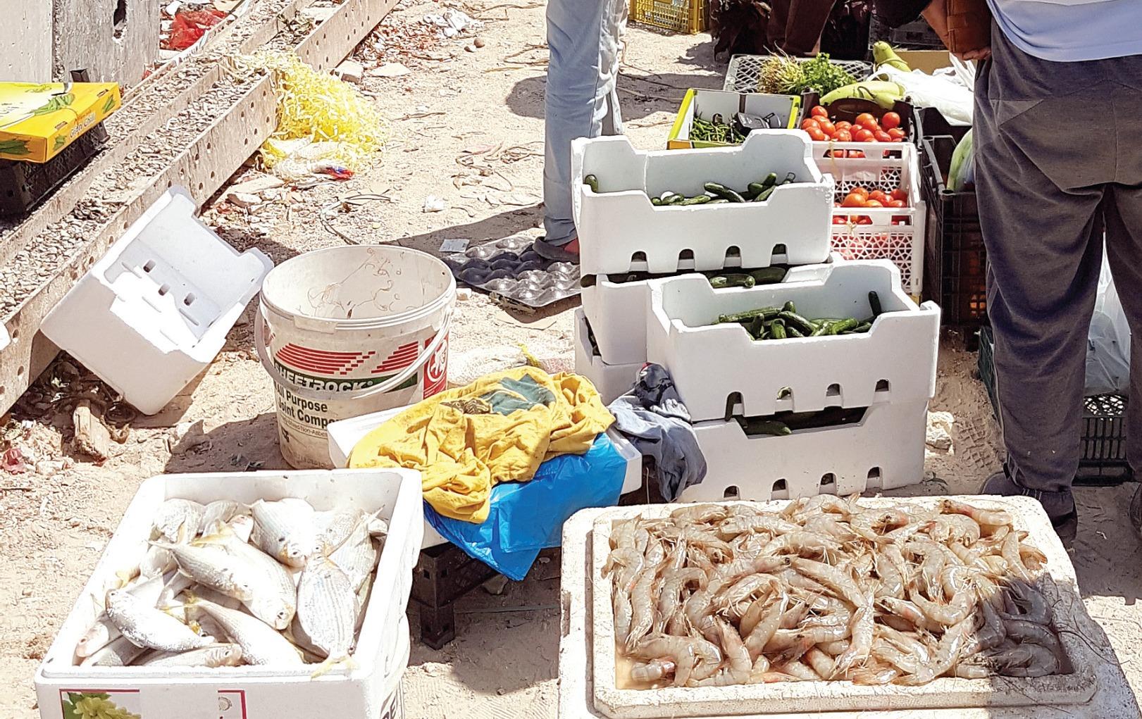 Random markets in residential neighborhoods
