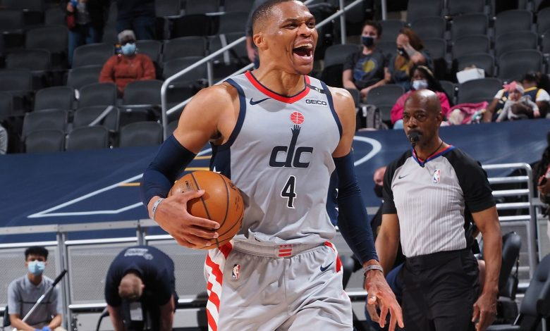 Westbrook milestone fuels Wizards, Curry pours in 49 in Warriors win