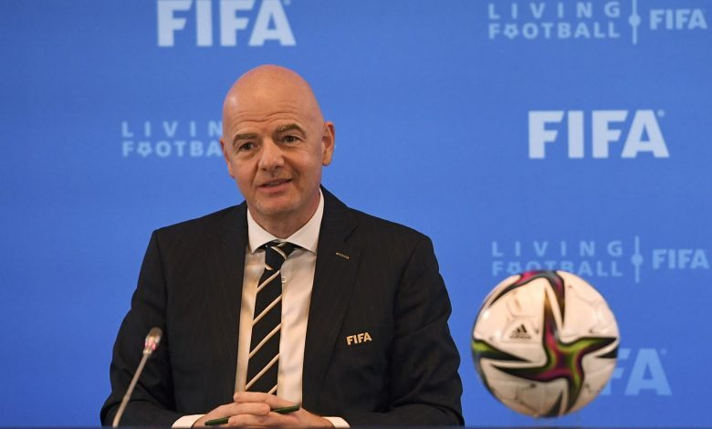 FIFA president Stresses Qatar Respects Workers' Rights