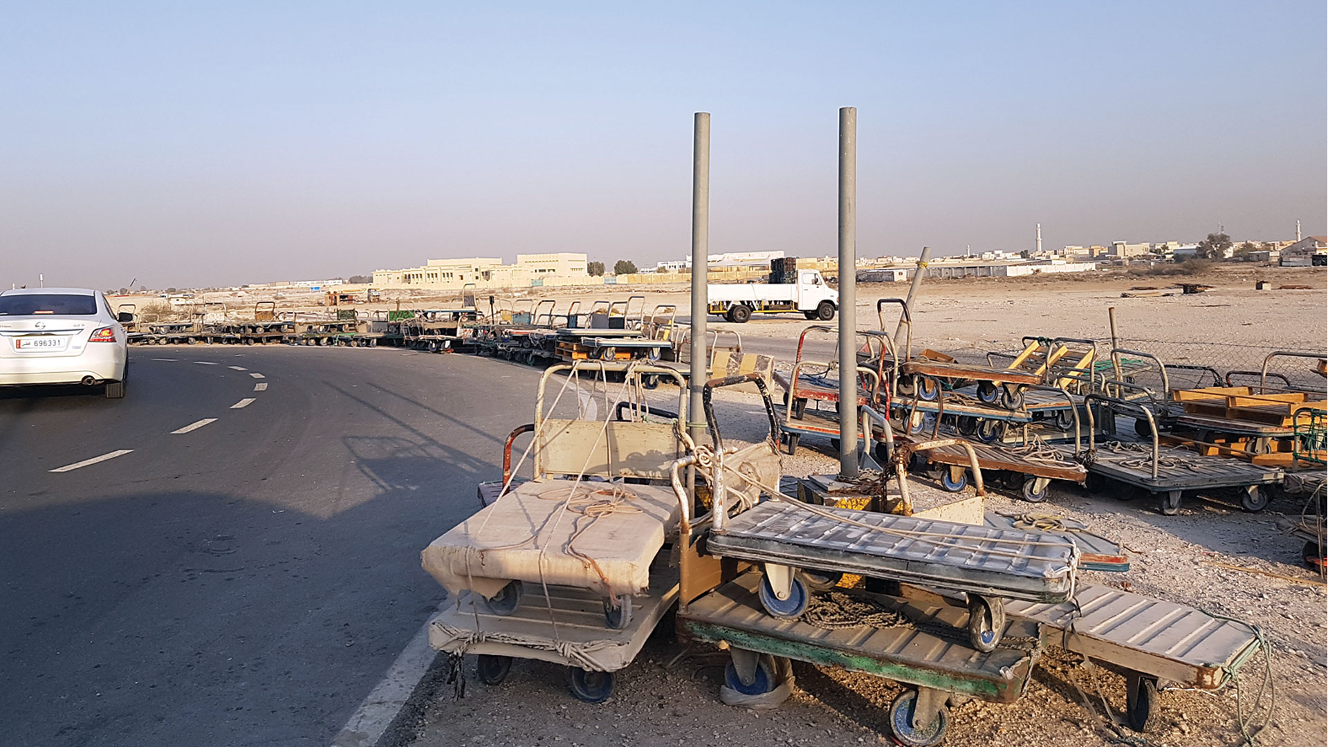 Locations to store vegetable transport carts are required in Al Sailiya market