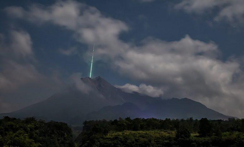 Strange green light detected over Mount Merabi during its eruption