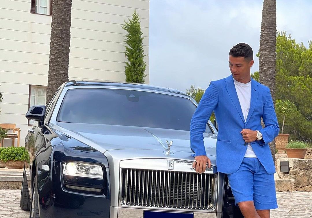 Ronaldo stirs controversy over his future with two words and a picture of a luxury car