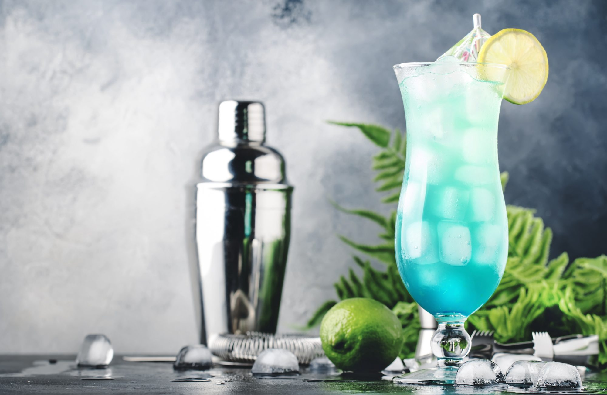 Cold drinks will make you feel hot.. Are hot drinks a better solution?