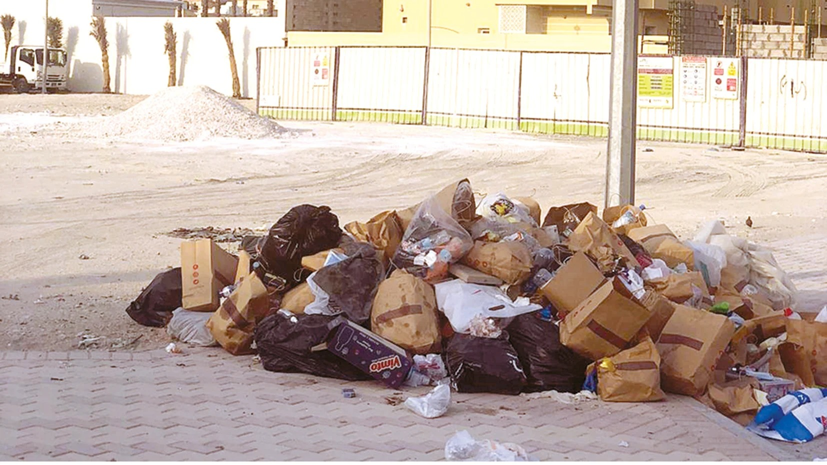 A street in «Al Ebb» area with no garbage containers