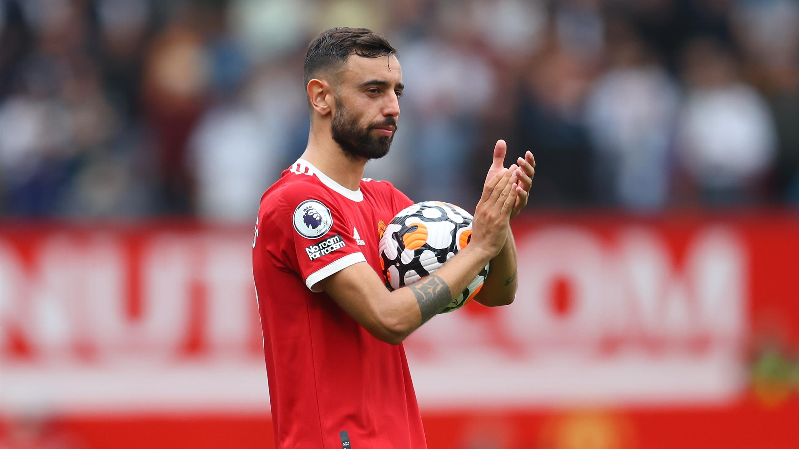 Bruno Fernandes hits hat-trick as Manchester United crush Leeds