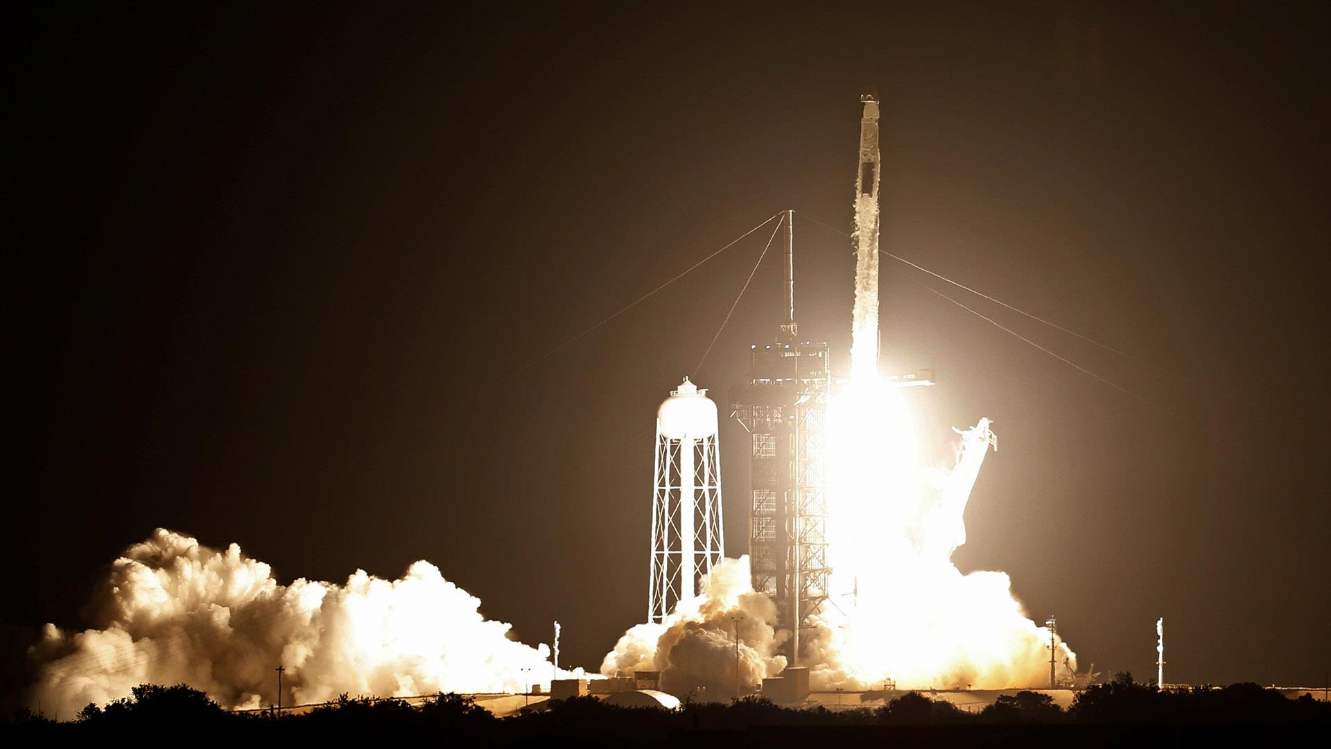 SpaceX Launches Dragon Cargo Capsule to Space Station