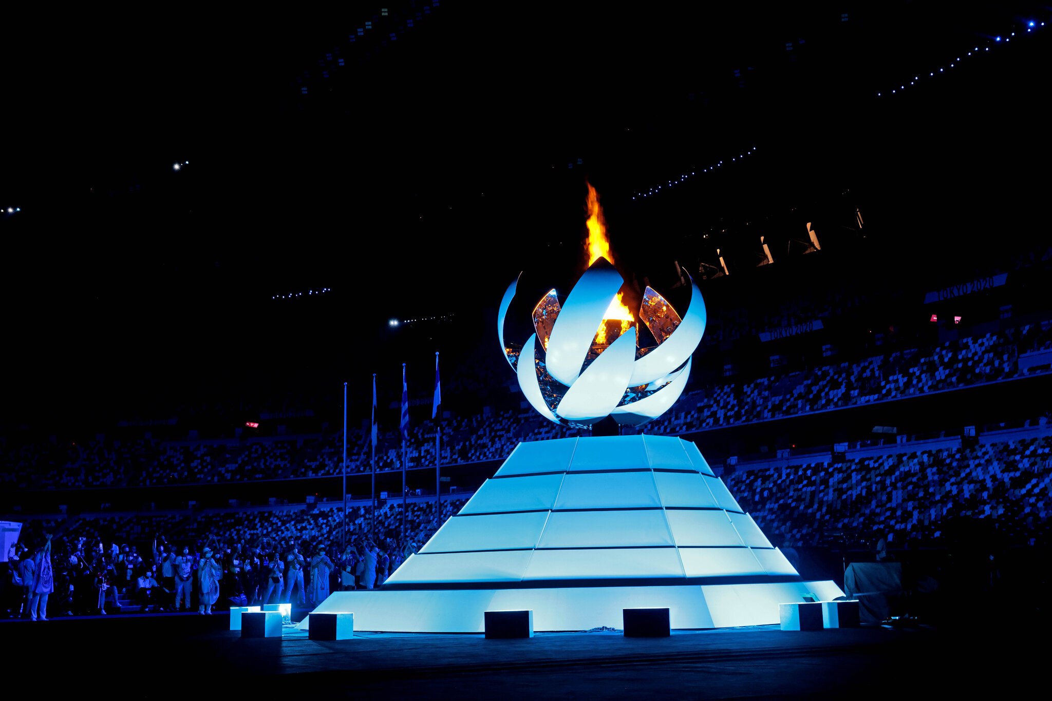Tokyo Wraps Up 2020 Olympics, Passes Olympic Torch to Paris