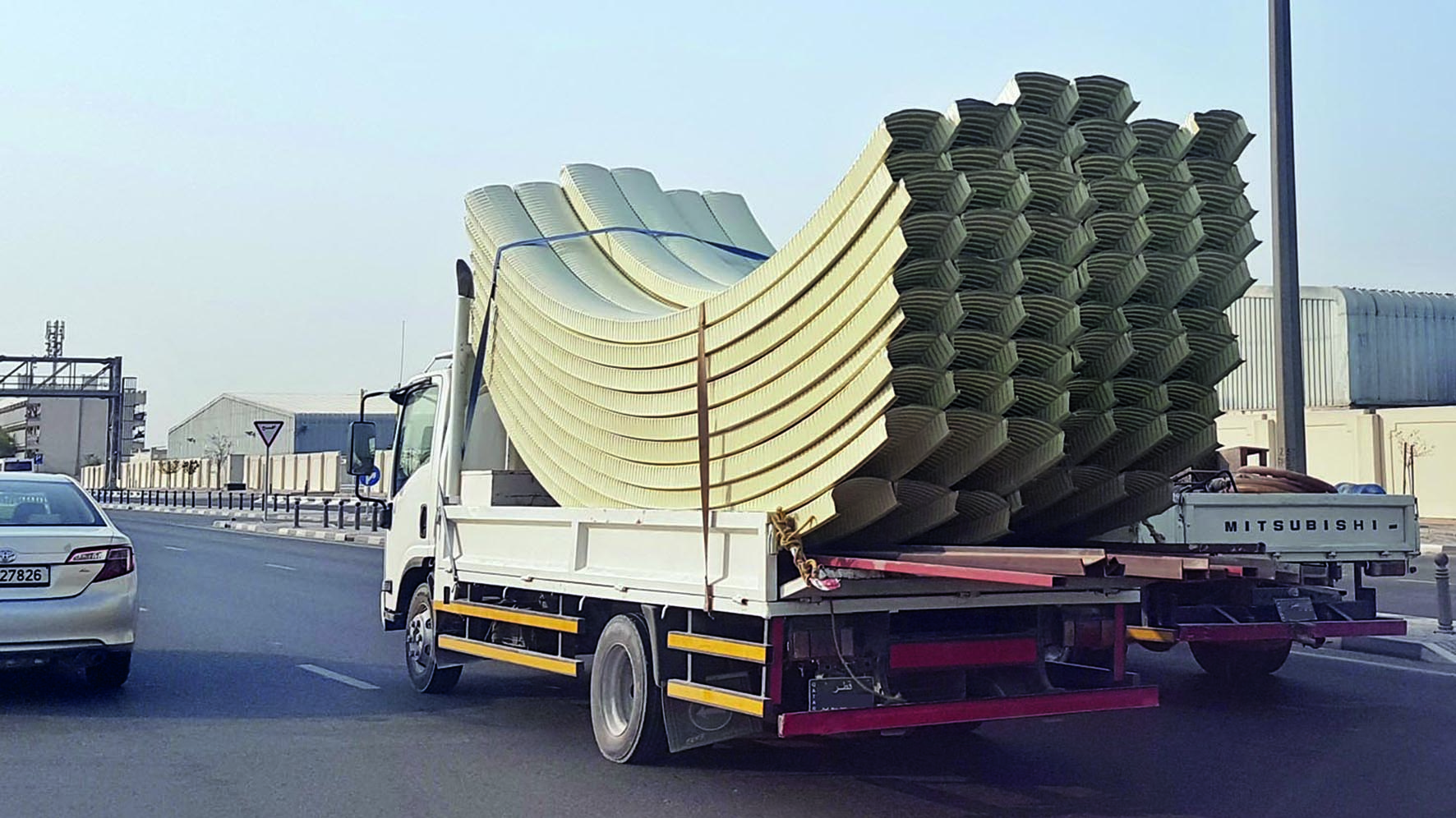 Transport vehicles not complying with legal dimensions of load