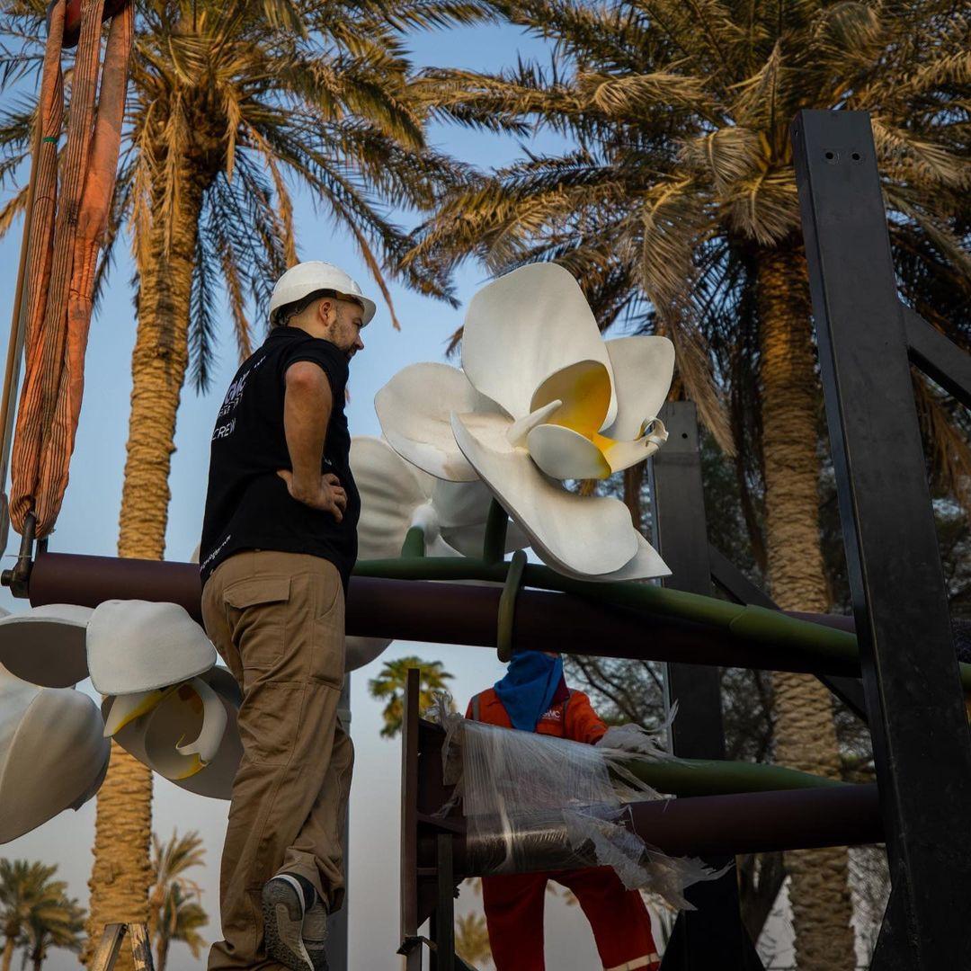 """Sheikha Al-Mayassa unveils the artwork """"Two Orchids"""" by German artist Isa Genzken"""