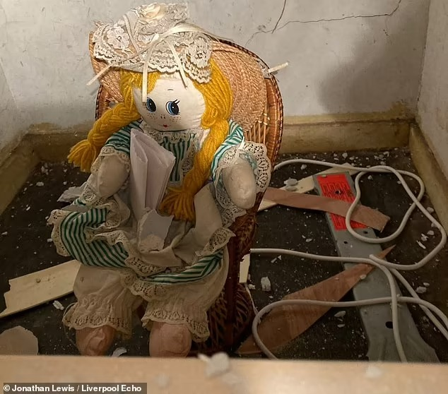 Man discovers doll with a creepy note threatening to kill him!
