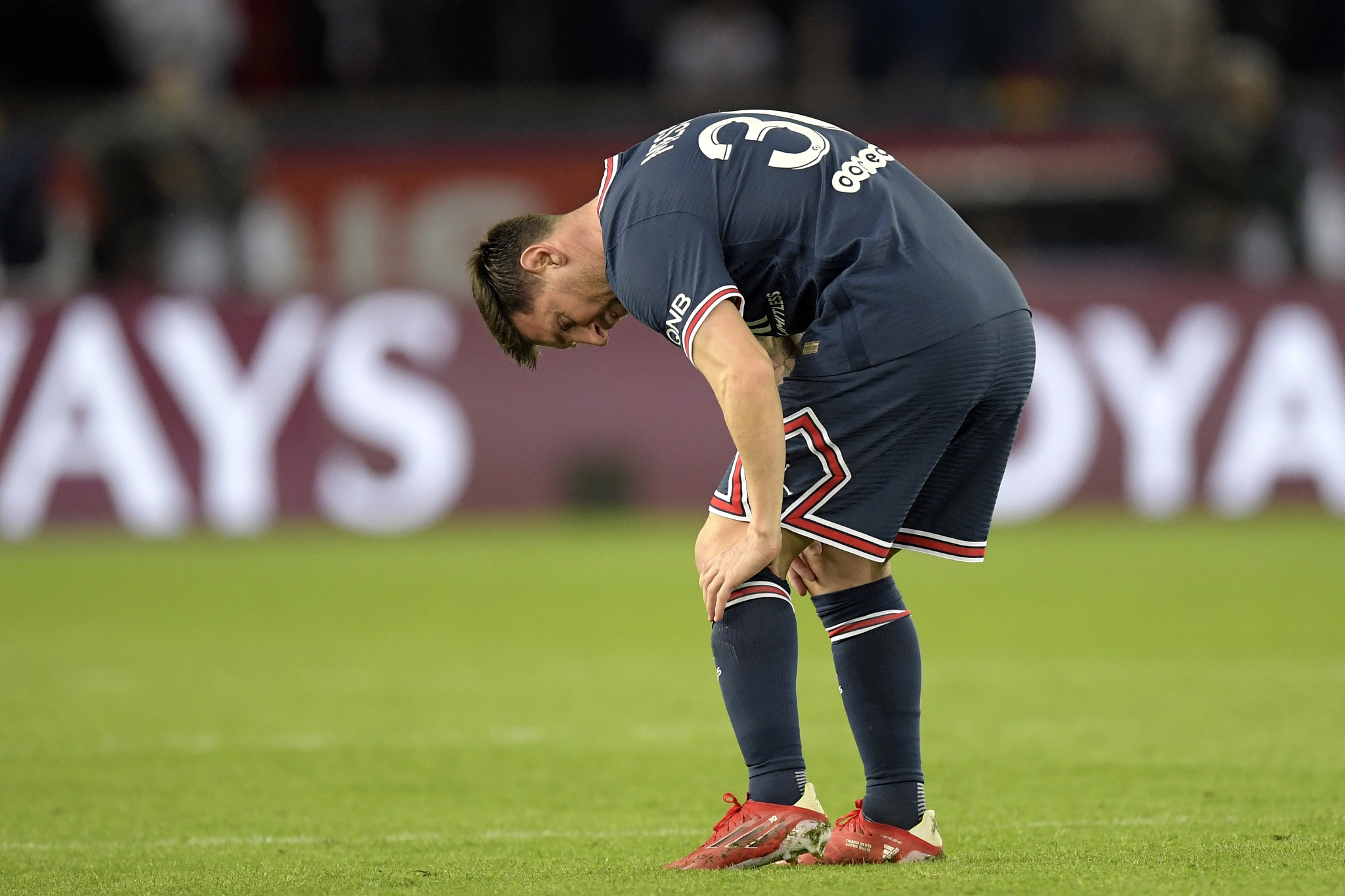 Messi to miss PSG trip to Metz due to bruised knee