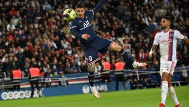 Icardi strikes late to give PSG win over Lyon on Messi's home debut