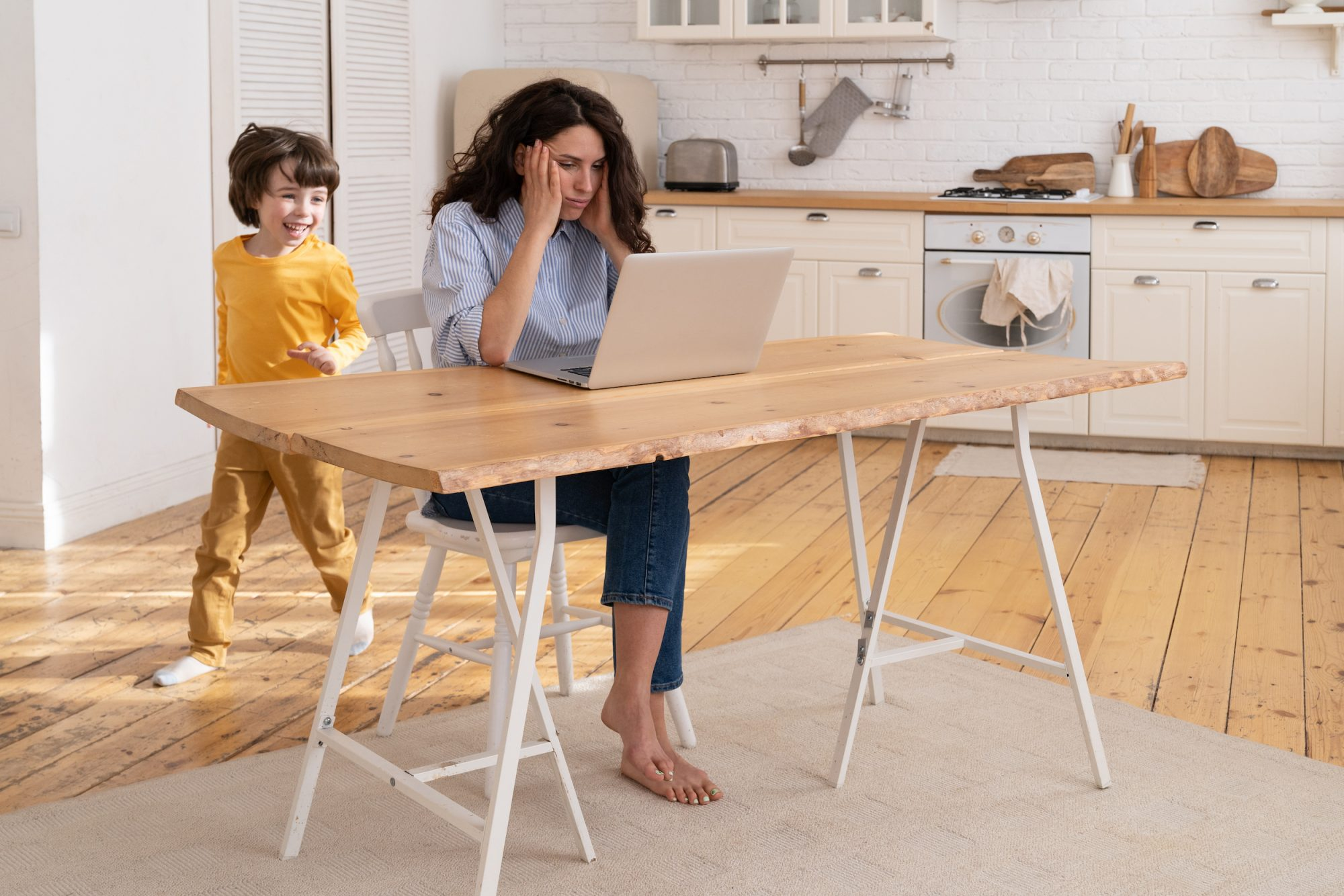 Distance learning is a nightmare for working mothers