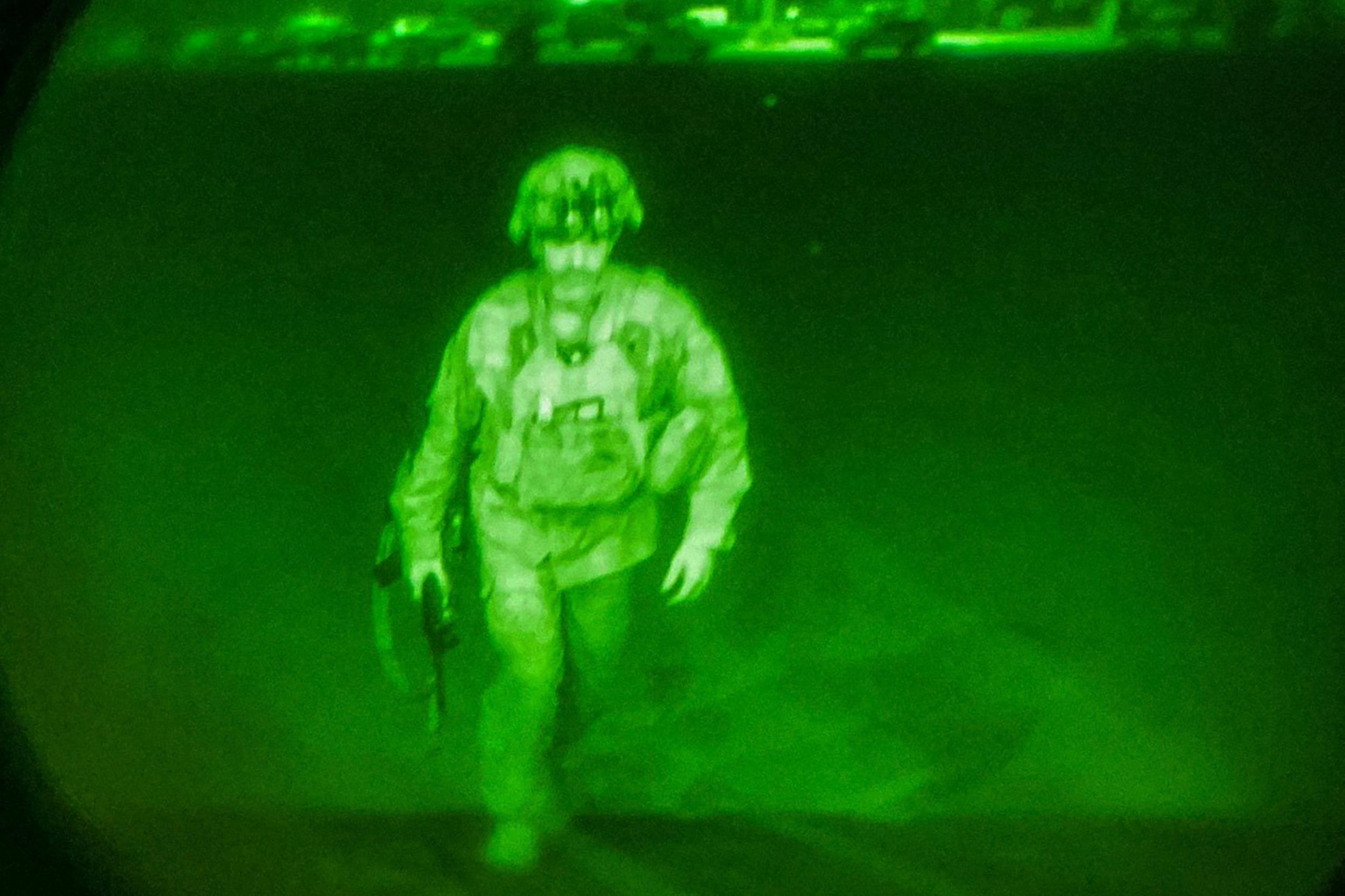 Leaving Afghanistan, U.S. general's ghostly image books place in history