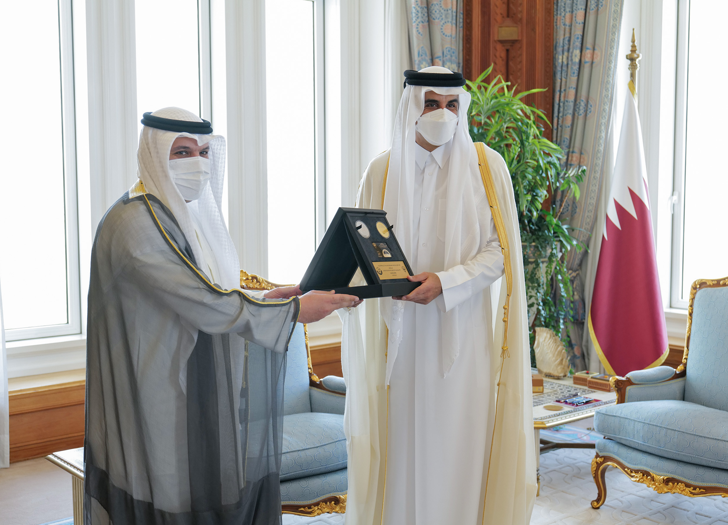 Amir Meets Governor of Central Bank of Kuwait