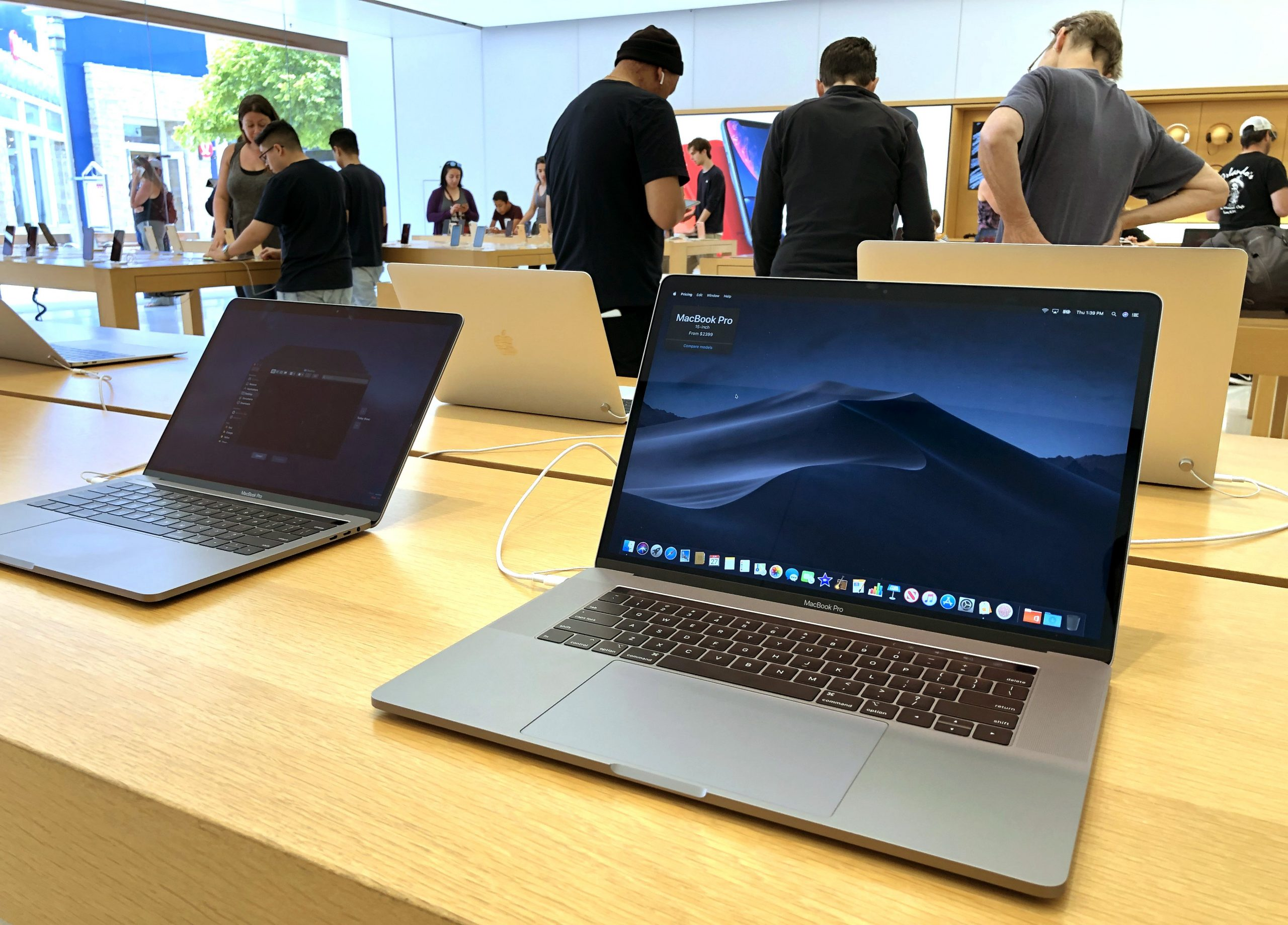 Apple set for first MacBook Pro revamp in five years on Oct. 18