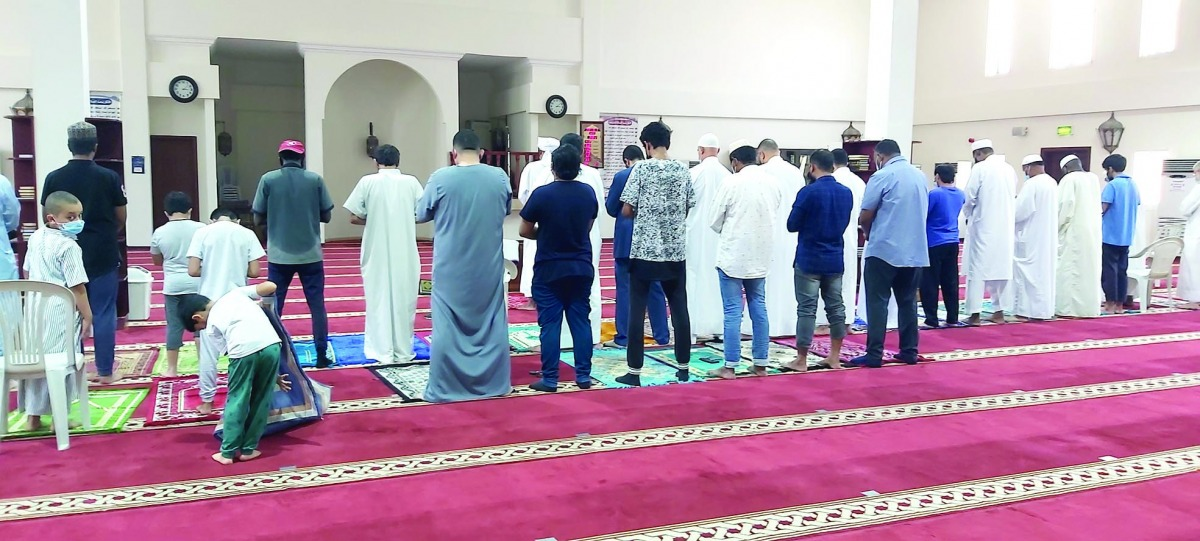 Prayers held without social distancing in mosques