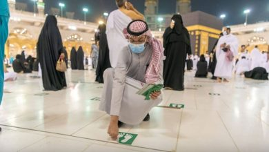 Social Distancing Stickers Removed from All Over Grand Mosque in Makkah