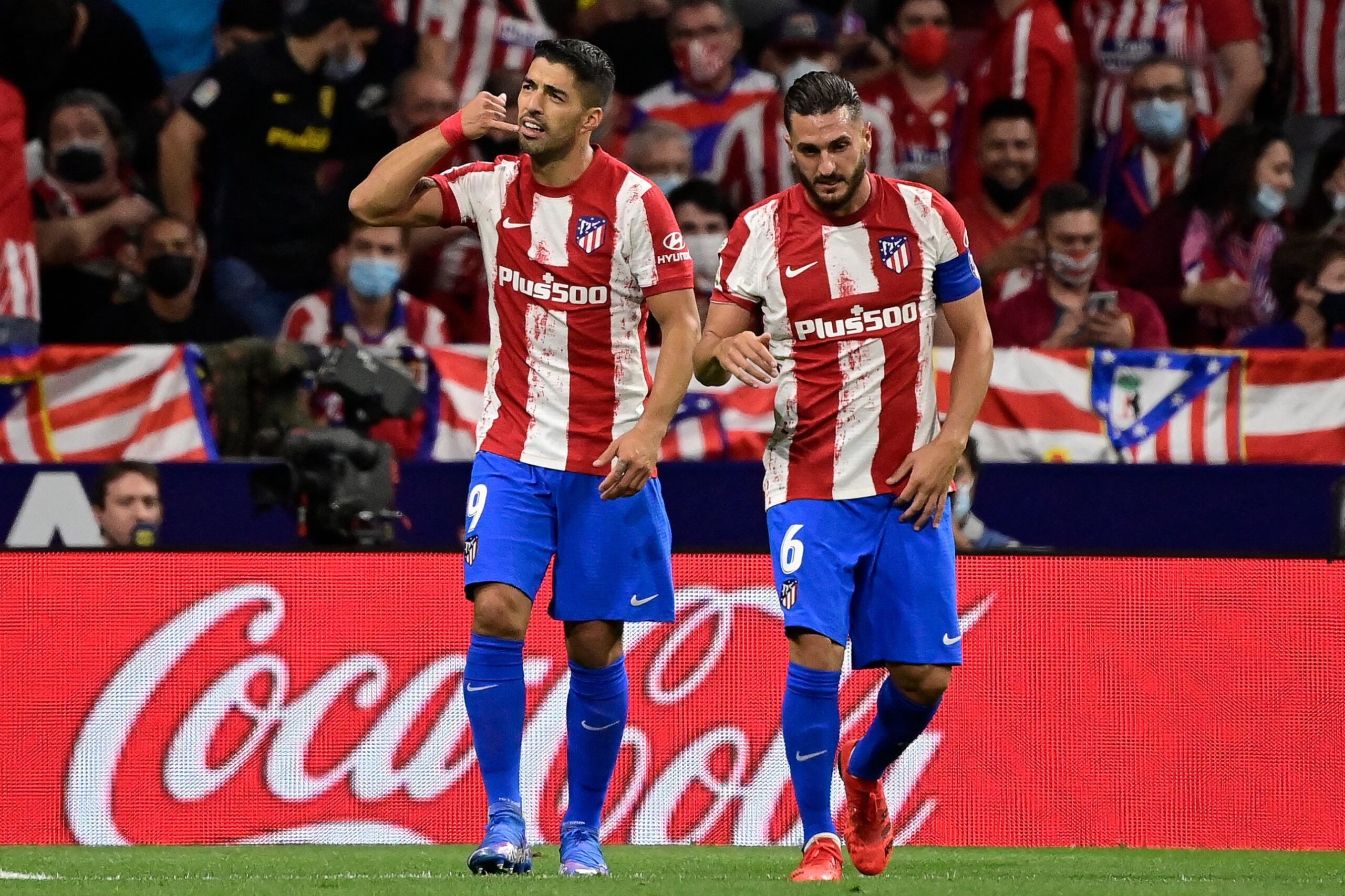 Suarez piles misery on former club as Atletico see off Barcelona