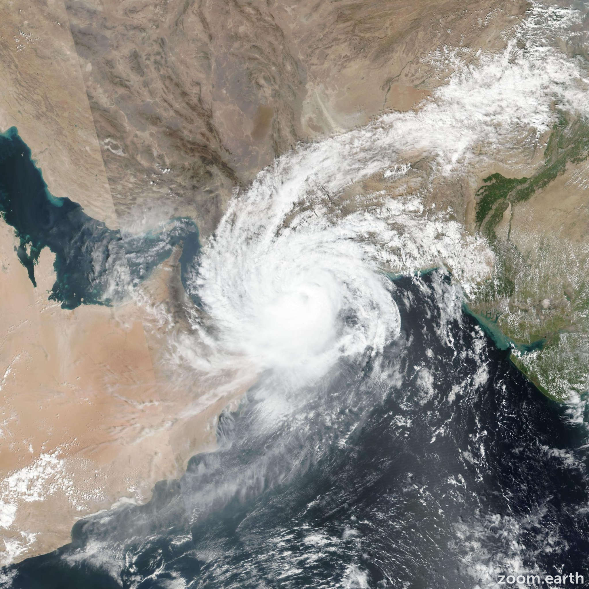 Oman suspends flights, UAE on high alert as cyclone approaches