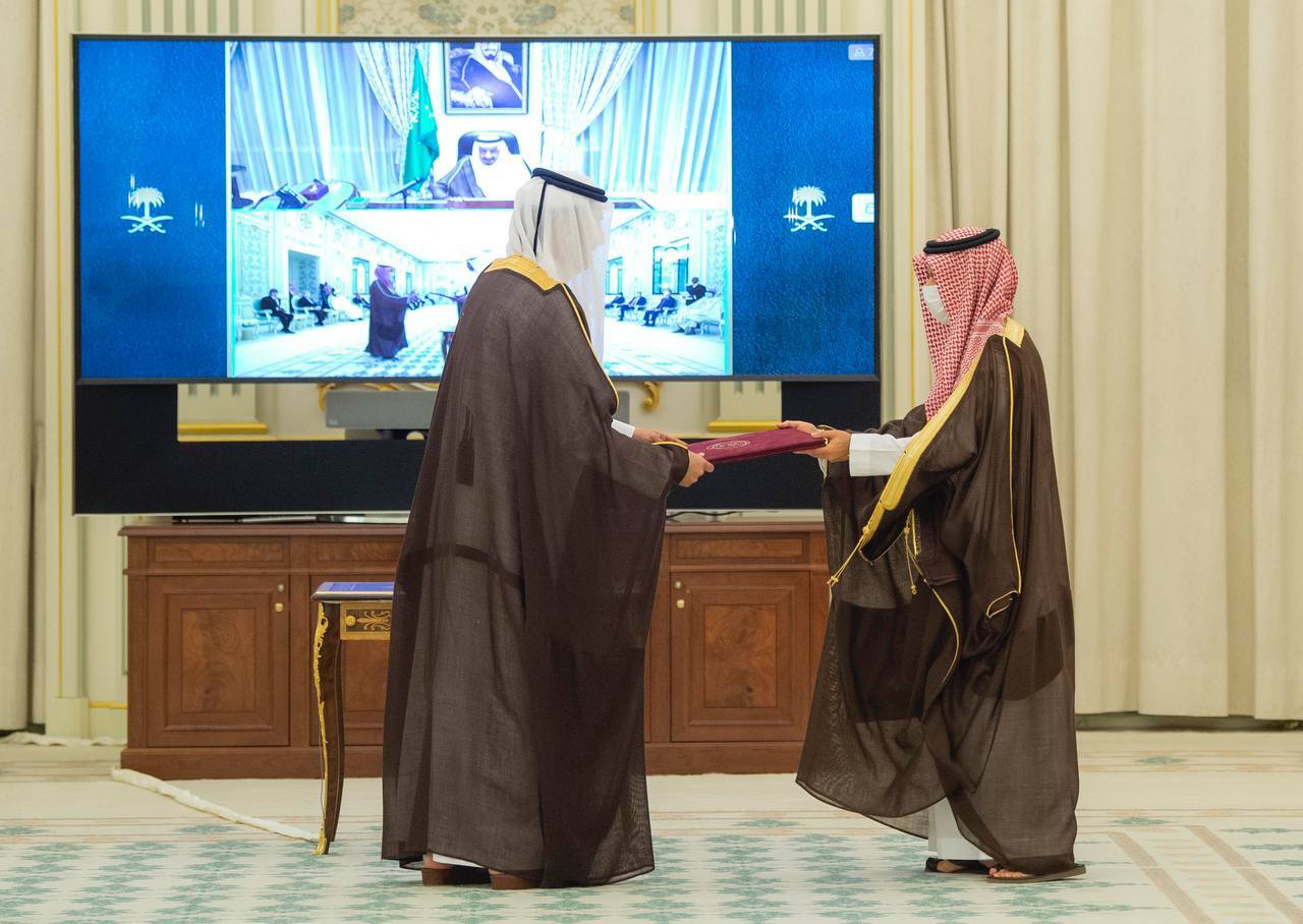 Custodian of the Two Holy Mosques Receives Credentials of Qatari Ambassador
